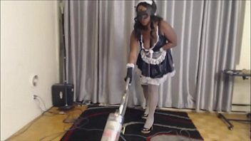 black maid vacuuming - amleaks.com
